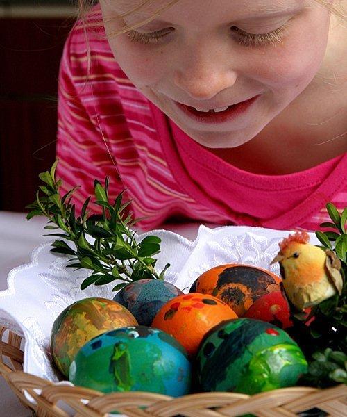 Manualidad: decoración de huevos de Pascua