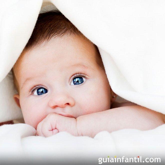 La curiosidad de los bebés en su rostro