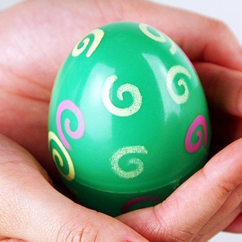 Decorar huevos de Pascua con dibujos de espirales