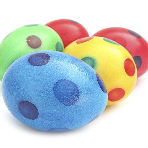 Decoración de huevos de Pascua con lunares