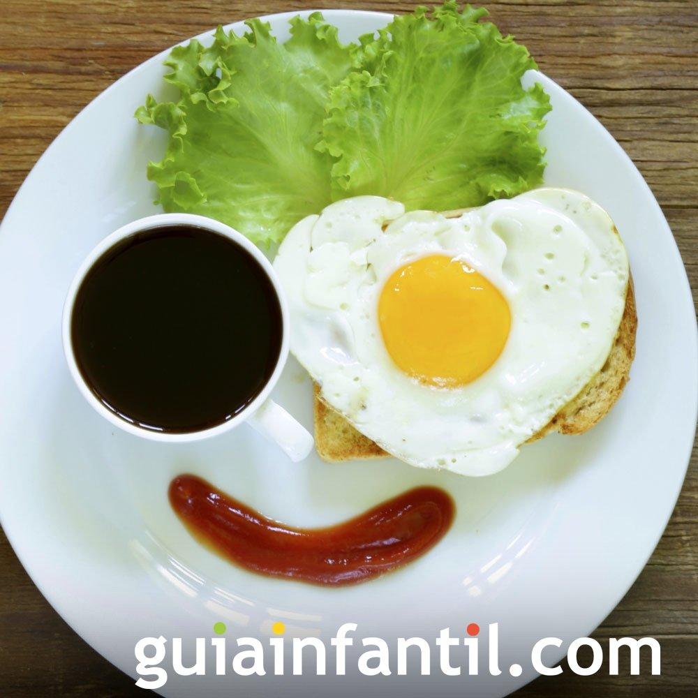 Pirata con huevos para el desayuno de los niños