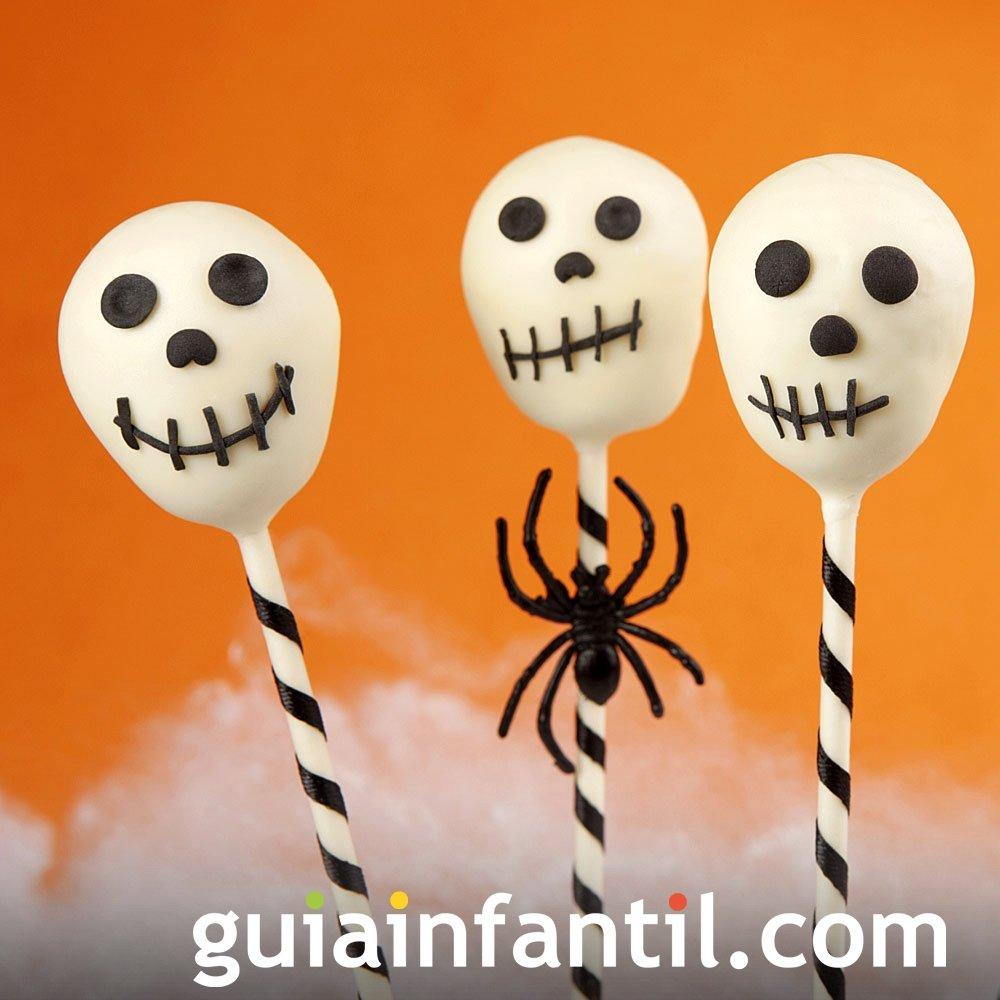 Cake pops de calaveras para el Halloween de los niños