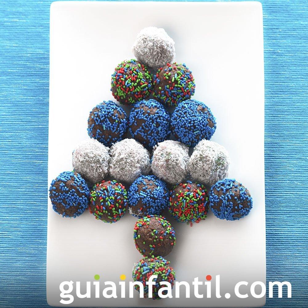 Árbol de Navidad con trufas de colores para niños