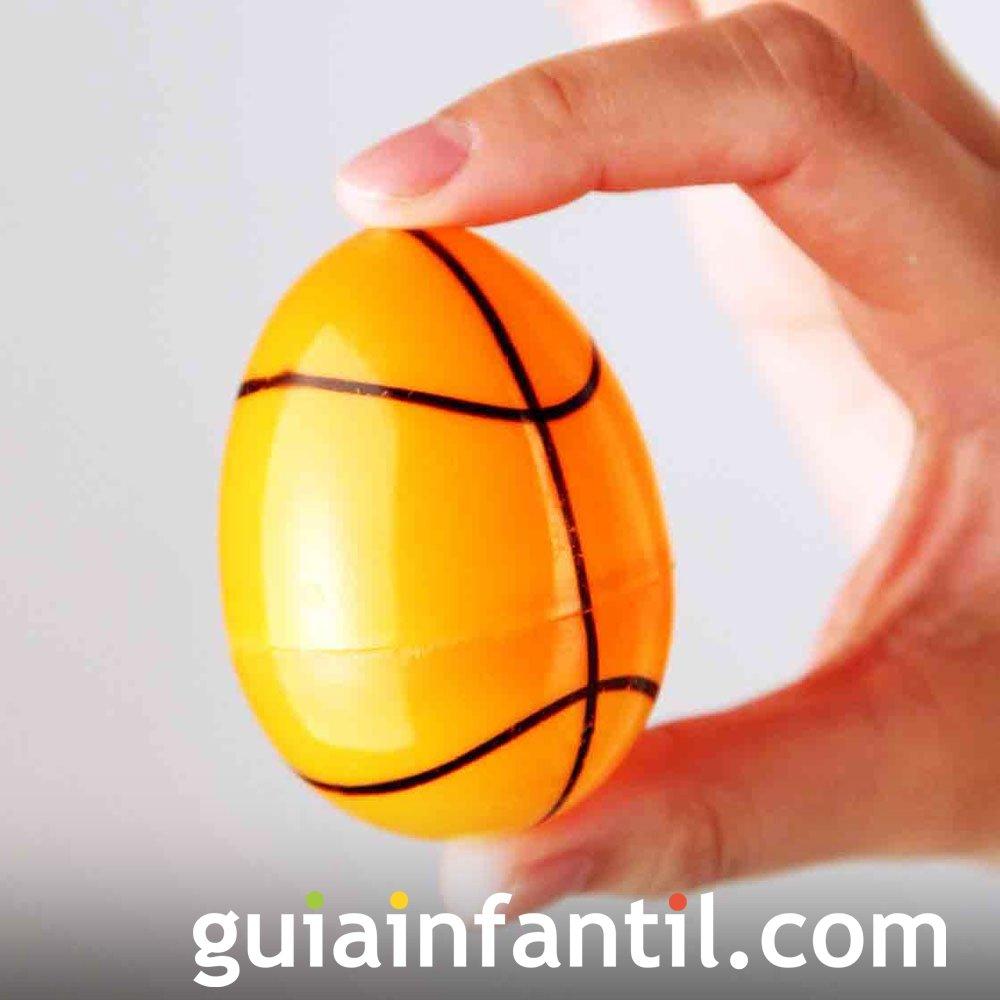 Decoración de huevos de Pascua: balón de rugby