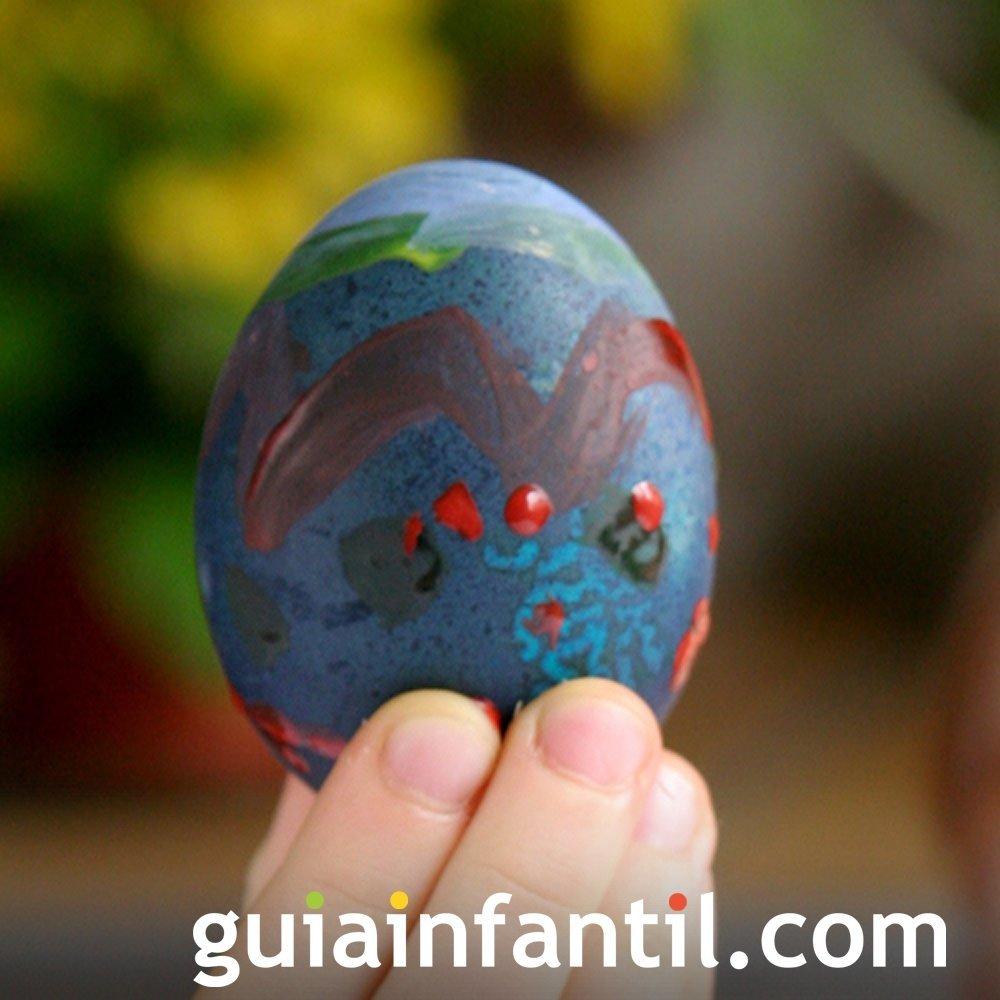 Decoración de huevos de Pascua con pintura dactilar