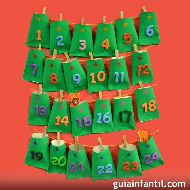 Calendario navide o hecho con rollos de papel higi nico - Manualidades con rollos de papel higienico navidenos ...