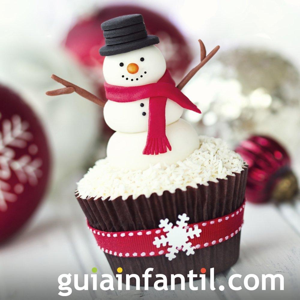Cupcake con cara de muñeco de nieve
