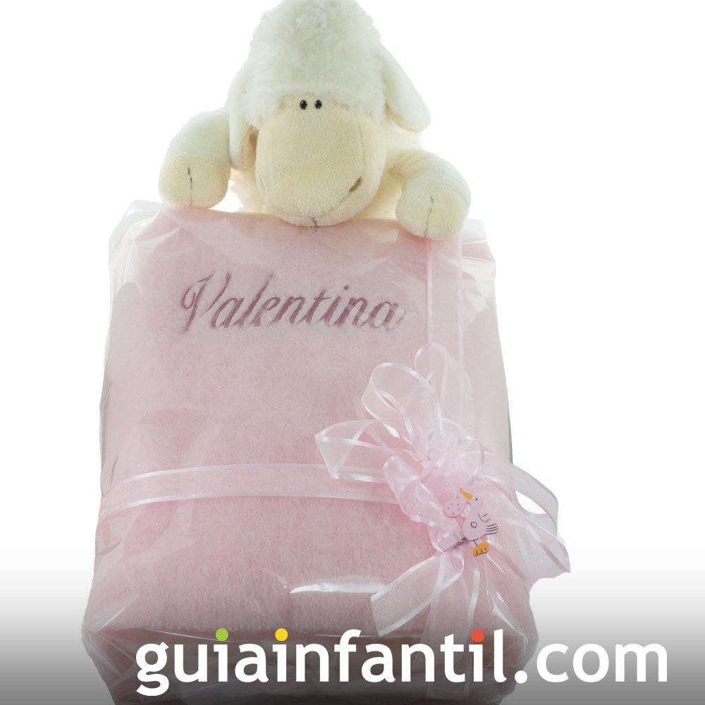 Una manta para el bebé con su nombre