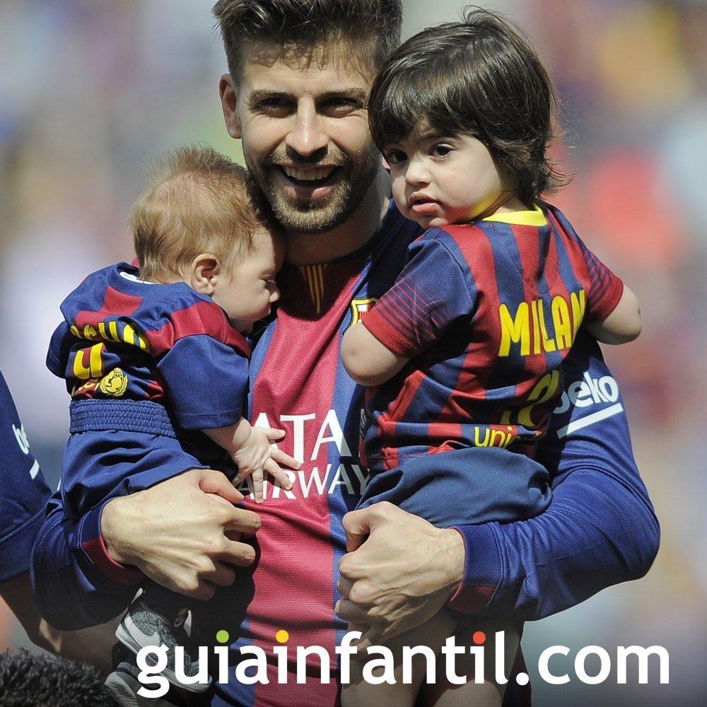 Piqué y Shakira al fútbol con sus hijos