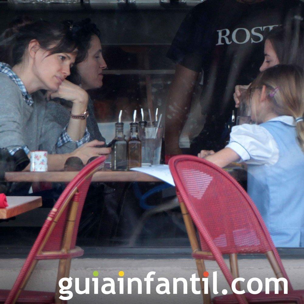 Jennifer Garner merendando con sus hijos