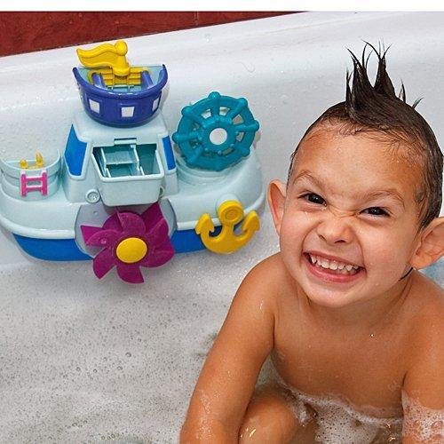 Jugar con molinos de agua en el baño