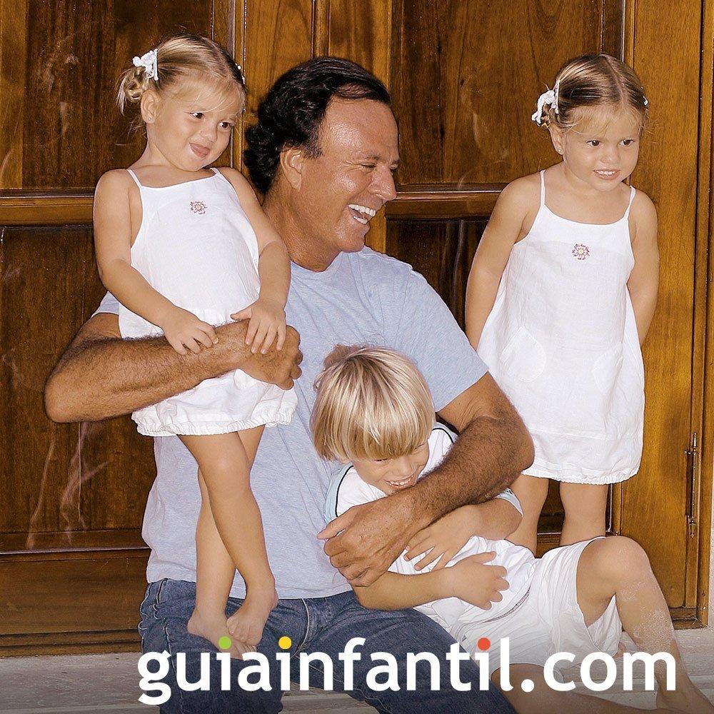 Julio Iglesias con sus hijas gemelas Victoria y Cristina