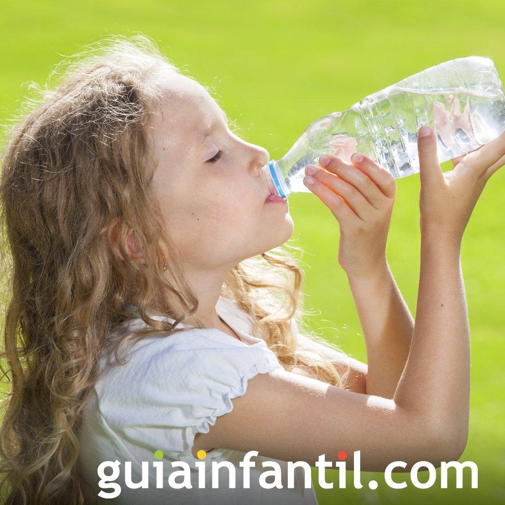 Beber dos litros de agua al día