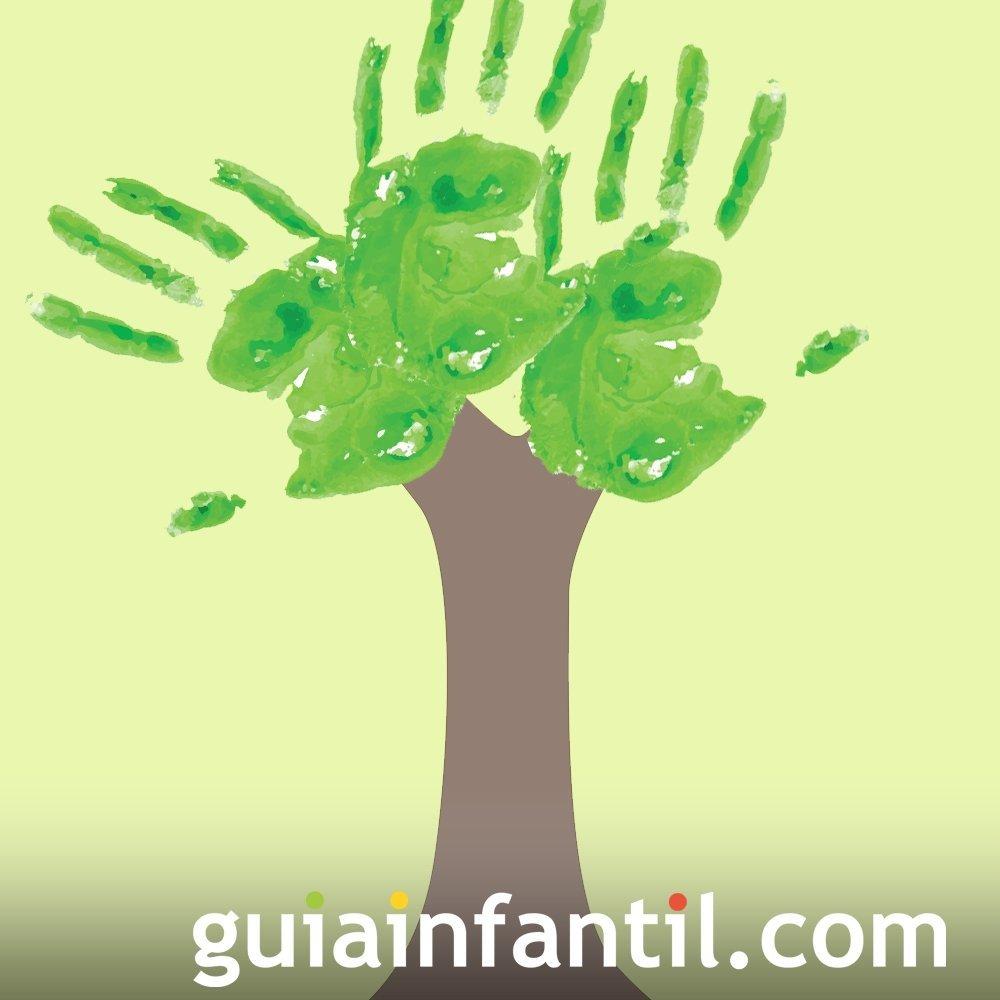 Árbol con huellas de las manos