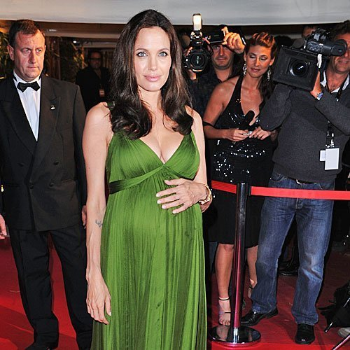 embarazada - angelina jolie mirar un como takes
