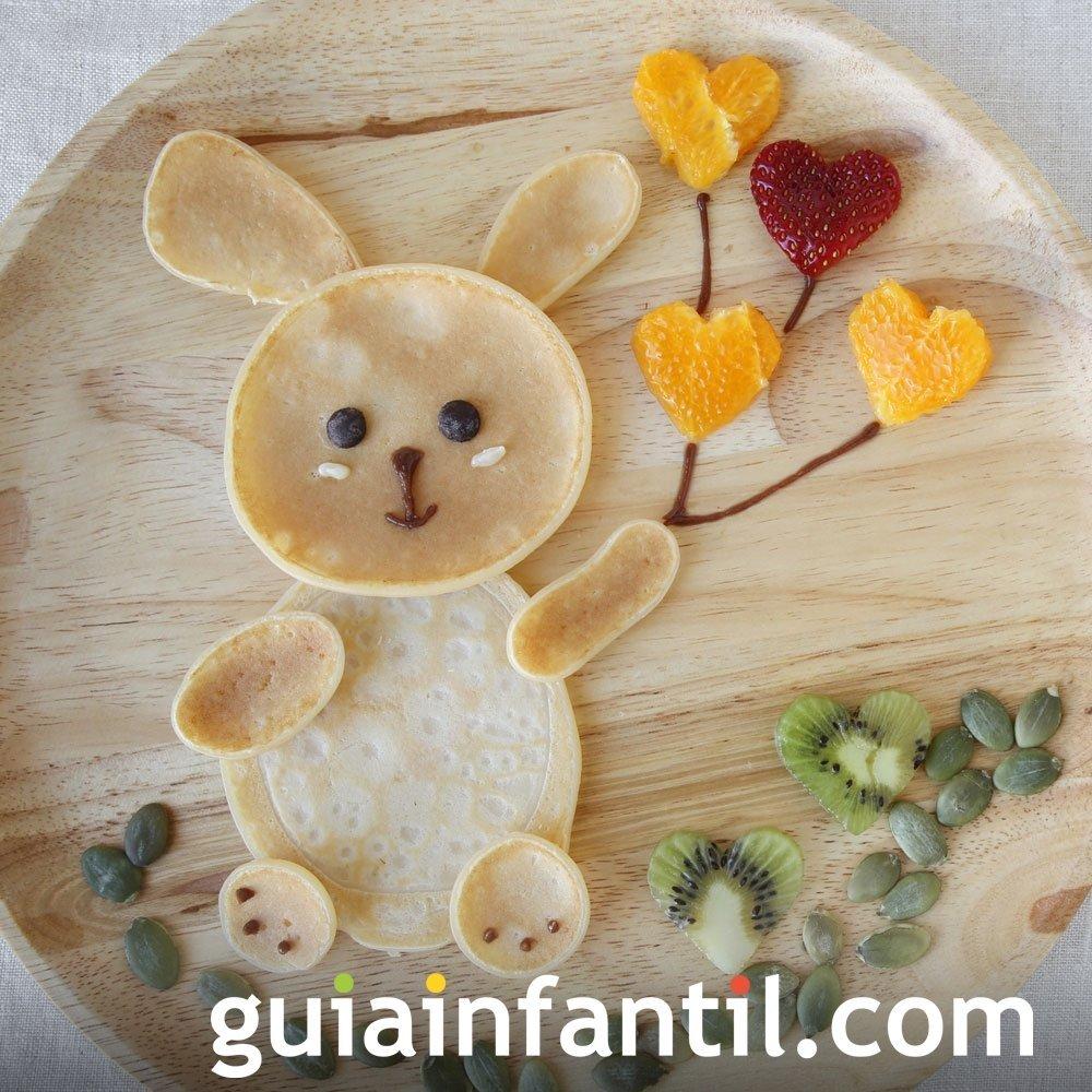 Crepe con forma de conejo y frutas