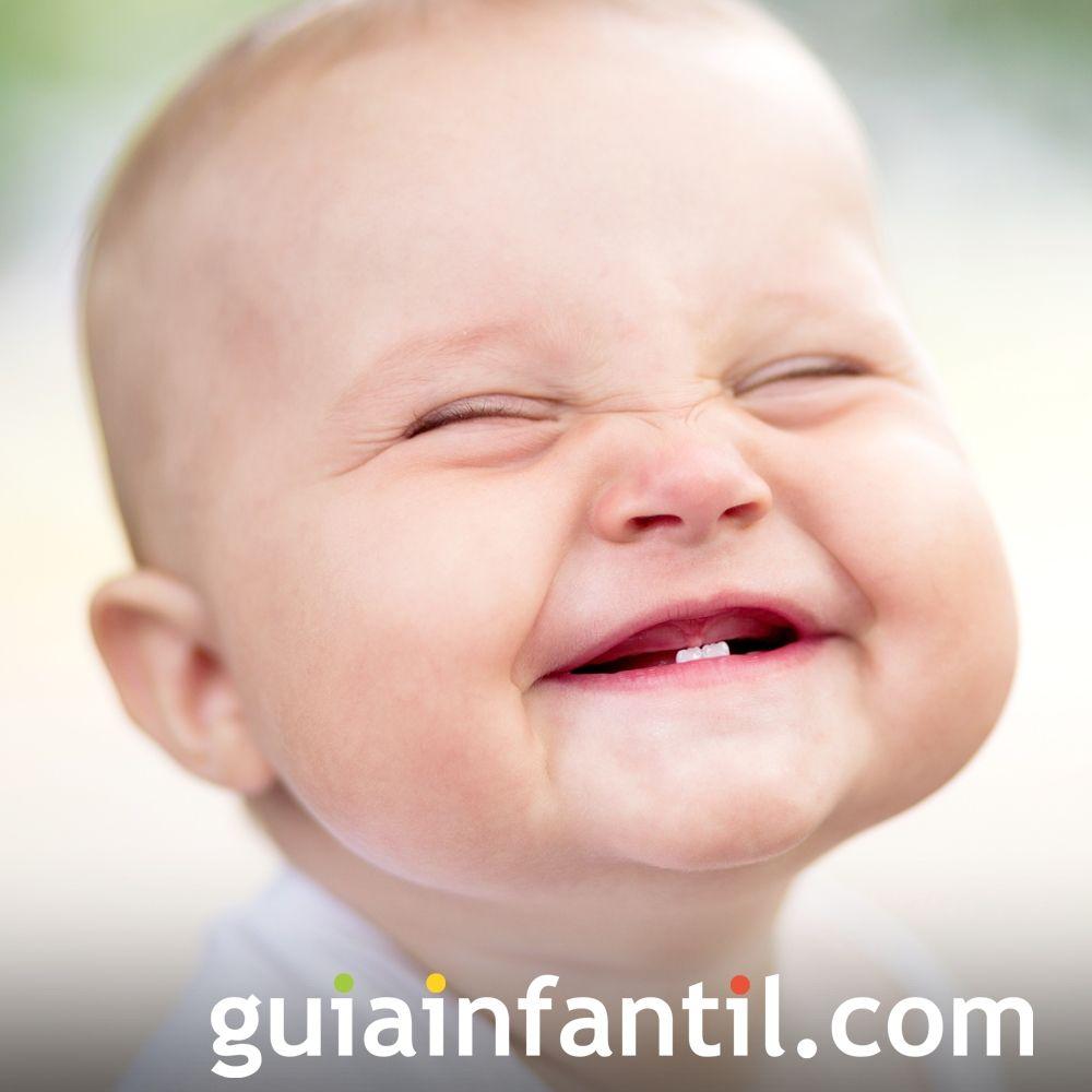 Un bebé muy sonriente
