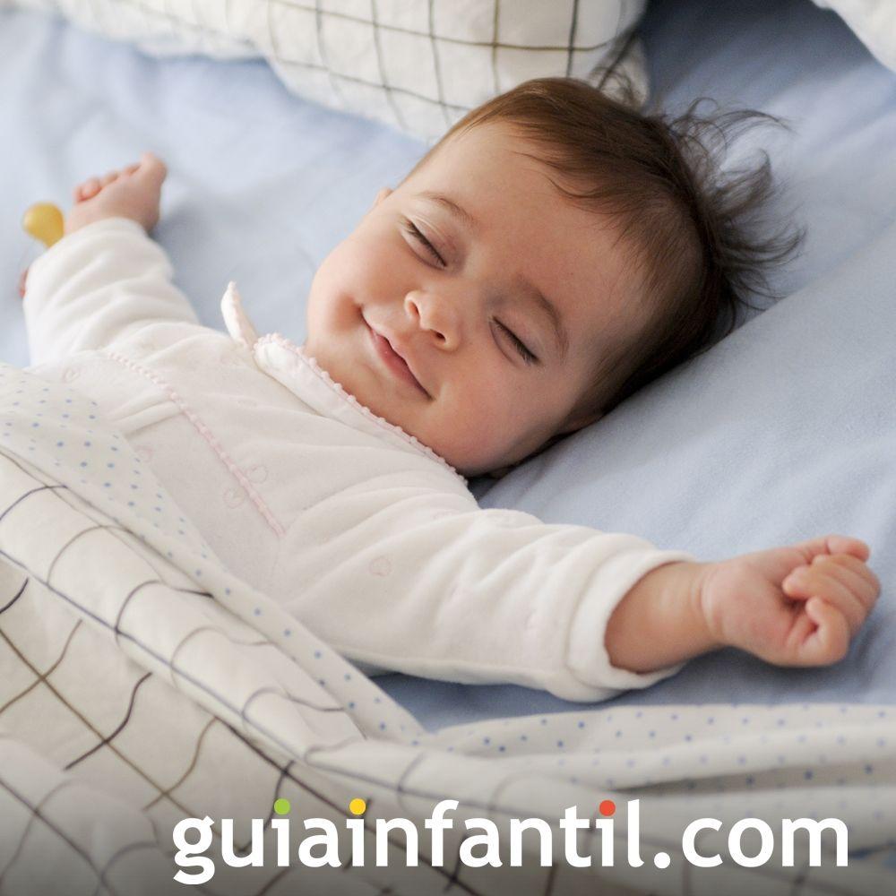 Un bebé descansando tranquilamente