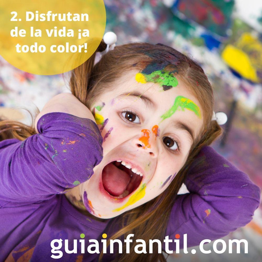 2. Los niños disfrutan de la vida, ¡a todo color!