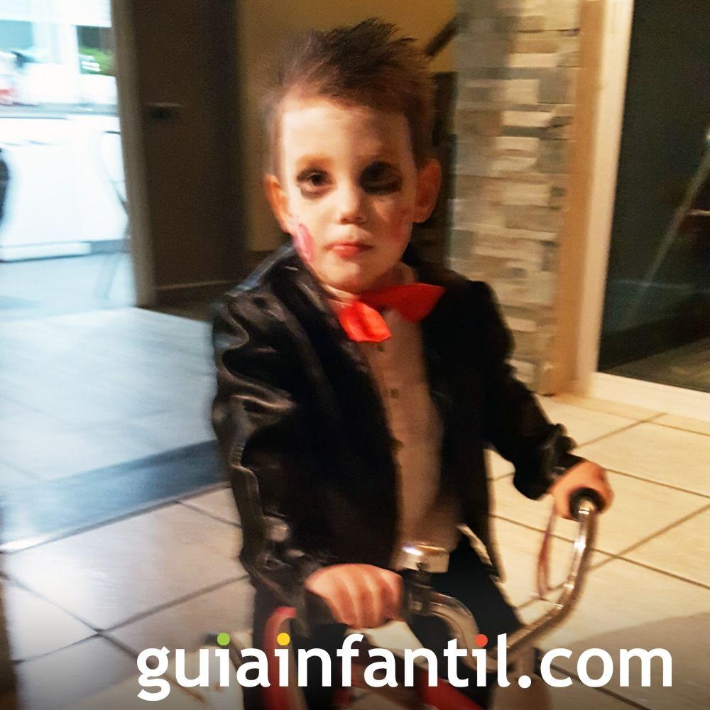 Para morirse de miedo este niño disfrazado del muñeco de Saw