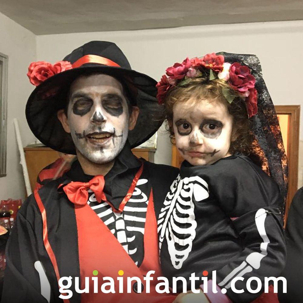 La pareja de esqueletos más aterradora de Halloween