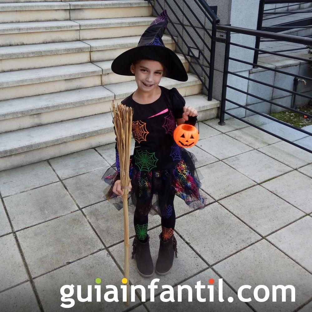 De bruja, el disfraz de Halloween preferido de muchas niñas