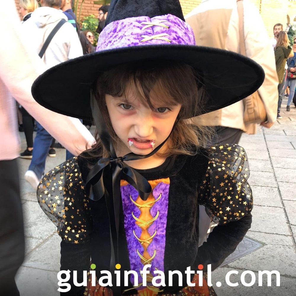 Disfraz de bruja con colmillos de vampiresa ¡Terrorífico!