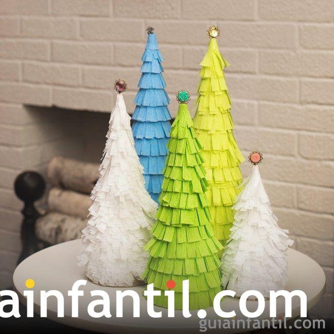 Árboles de Navidad caseros para hacer con los niños. Árbol con flecos de papel