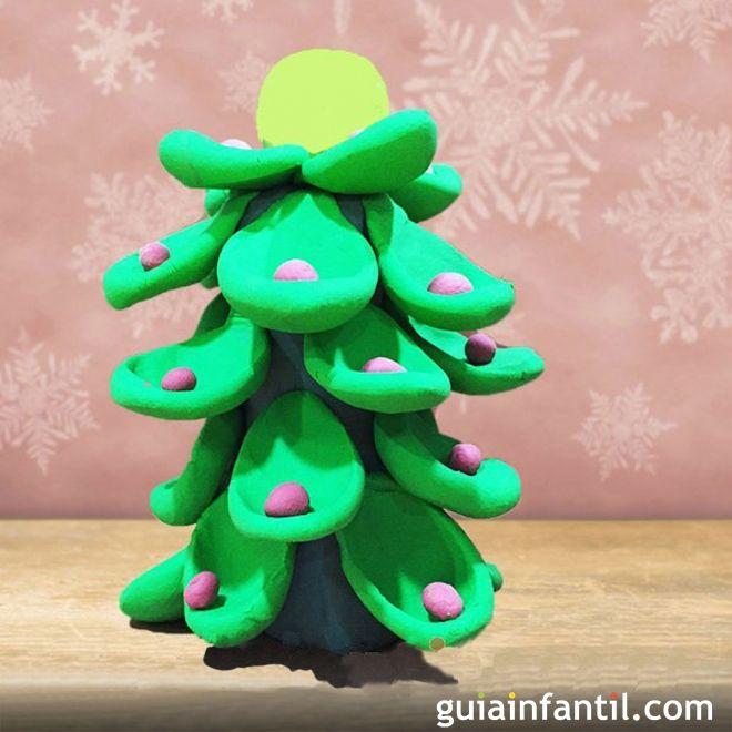Árboles de Navidad caseros para hacer con los niños. Árbol de Navidad de plastilina