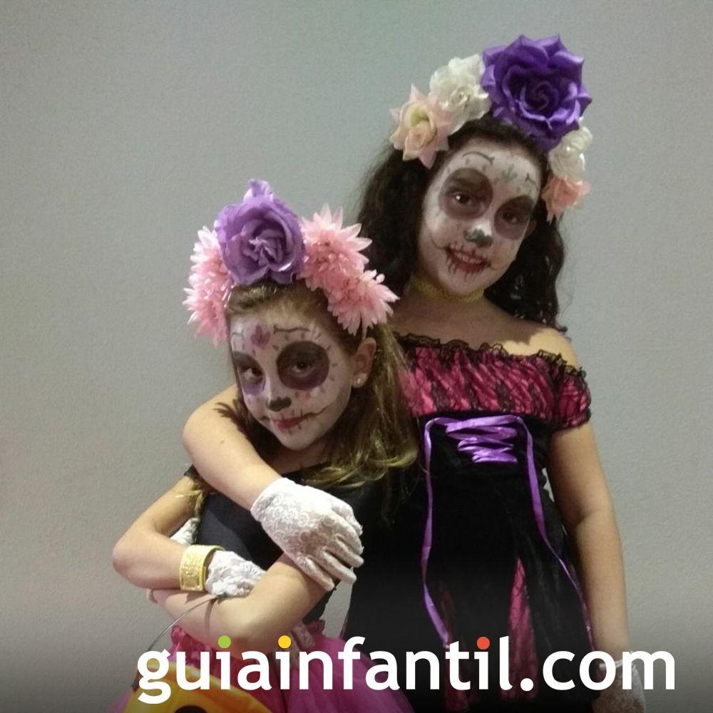 Aroa y Ariadna, disfrazadas de La Catrina en Halloween