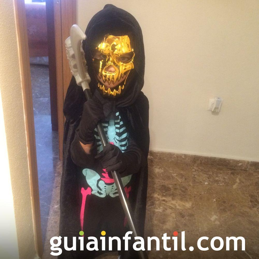 Javier, disfrazado de la muerte en Halloween