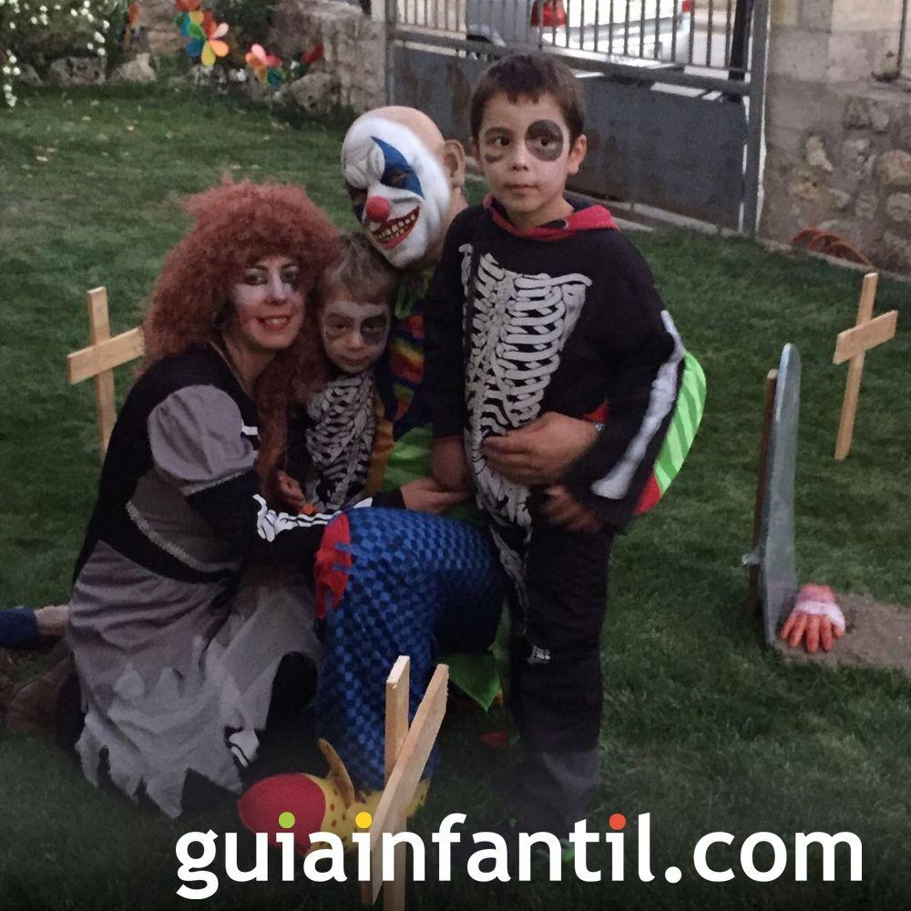 Asier y toda su familia disfrazados para Halloween