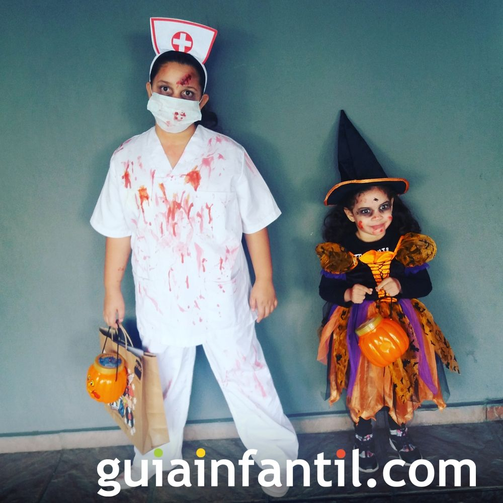 Emily y Kimberly, disfrazadas de bruja y enfermera para Halloween