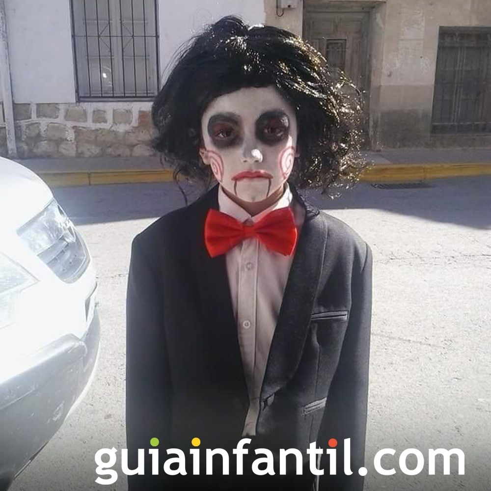 Francisco disfrazado de Saw para Halloween