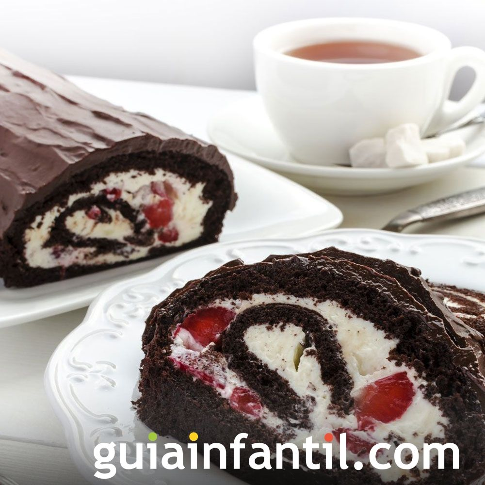 Tronco de chocolate con fresas y nata