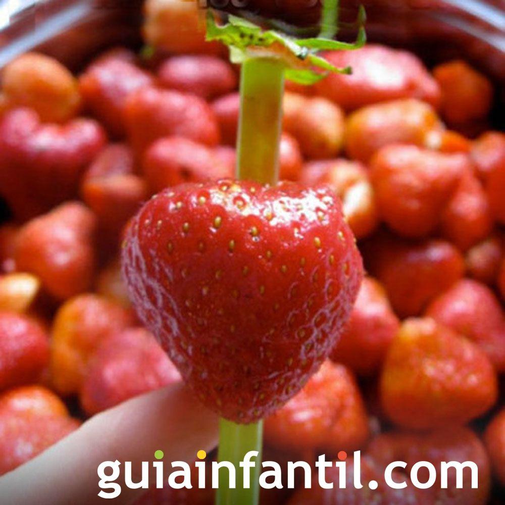 Técnica de la paja para quitar el corazón de las fresas