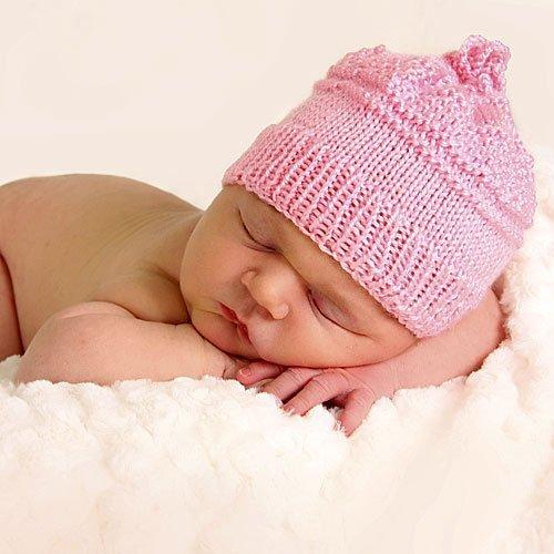 Bebé recién nacido durmiendo tranquilo