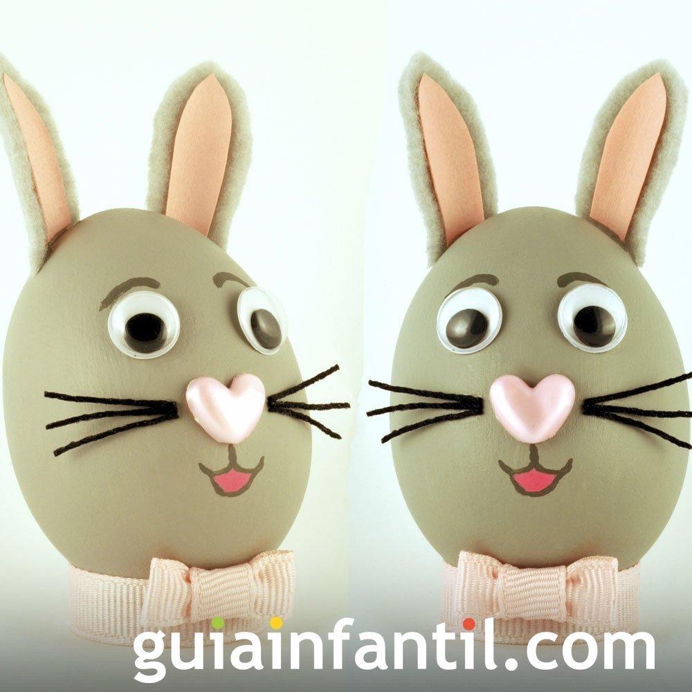Decorar huevos con carita de conejo