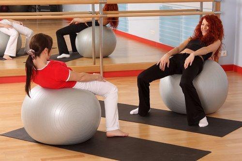 Ejercicios con pelota para el dolor de espaldas de la embarazada