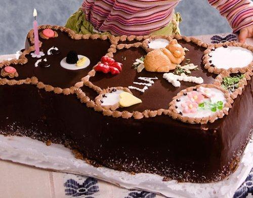Tarta para el cumpleaños de los niños. Un osito