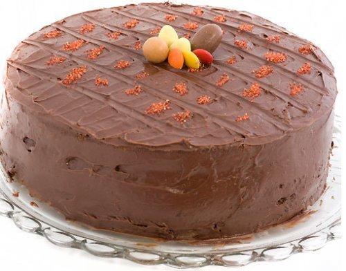 Tarta para el cumpleaños de los niños. De chocolate