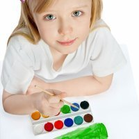 Cómo pintar una camiseta con el dibujo de tu hijo