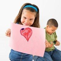 Dibujos para colorear con niños de amor y amistad