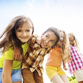 Enseñar a los niños qué es la amistad