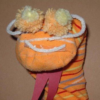 Marioneta de lagarto con calcetines