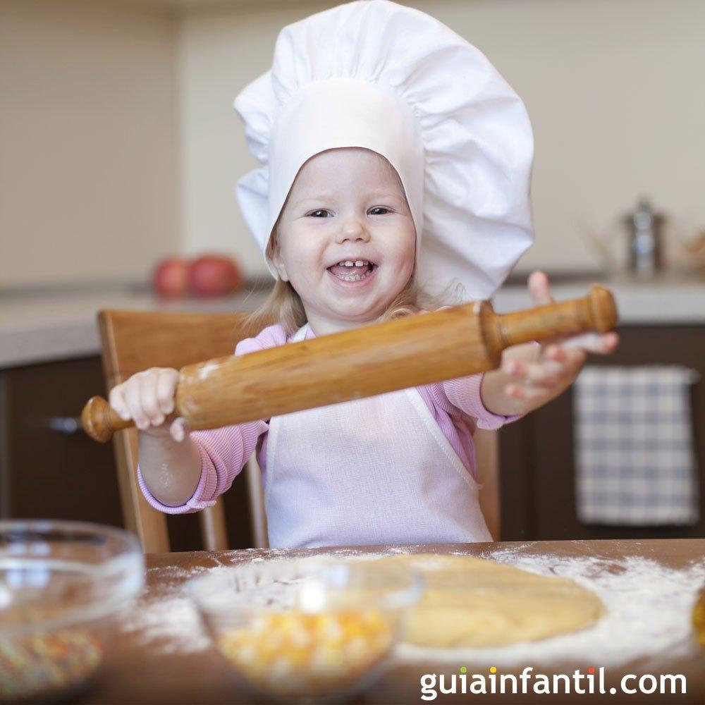 Cocinando con ni os - Nina cocinando ...