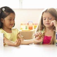 Cómo ayudar y enseñar a compartir a los niños