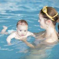 La matronatación. El primer contacto del bebé con el agua
