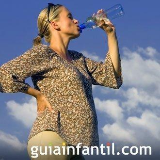 Los beneficios del agua durante el embarazo