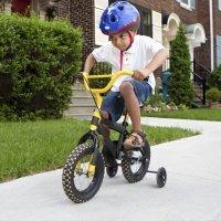 Consejos para que los niños anden seguros en bicicleta
